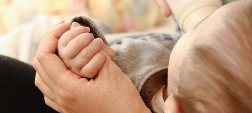 赤ちゃんのゲップが出ない時の対処法