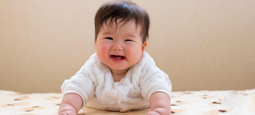 赤ちゃんのうつぶせ時間はどう過ごす? 〜tummy timeについて〜