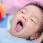 赤ちゃんの舌が白くなる原因の一つ鵞口瘡(がこうそう)とは